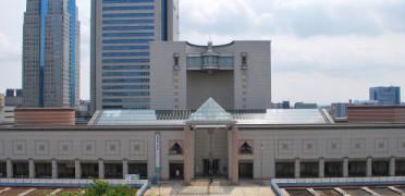 シンメトリーな横浜美術館