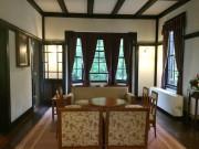 サンルームにある珍しい無双窓